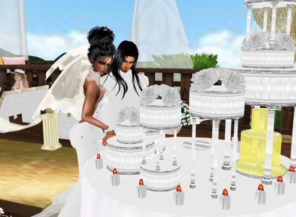 MRSLOLABITESME AND MRVINCENTBITESME_WEDDING PIC_CUTTING THE WEDDING CAKE